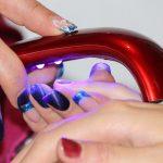 Na czym polega przedłużanie paznokci?