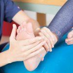 W jakie sprzęty zaopatrzyć się podczas ćwiczeń rehabilitacyjnych w domu?