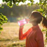 Jak dbać o zdrowe i prawidłowe nawodnienie organizmu w ciągu dnia?