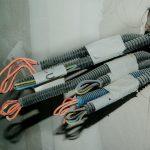 Jakie akcesoria są potrzebne przy podłączaniu kabli w domu?