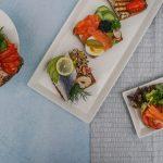 W jakich naczyniach serwować catering?