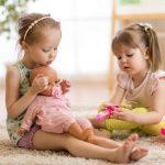 Ubrania dla małych dziewczynek – co jest obecnie modne?