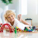 Dlaczego warto wybierać drewniane zabawki?