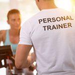 Czy opłaca się korzystać z pomocy trenerów personalnych na siłowni?