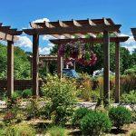 Jakie konstrukcje wykonane z drewna, warto posiadać w swoim ogrodzie?